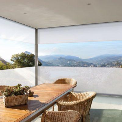 Fenstermarkise an einem Terrassendach